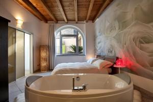 camera-jacuzzi-casa-vacanza-lago-di-como